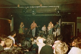 AFD Supporting Great Unwashed, Clyde Quay Tavern (The Pulse) 14 Dec 1984 (photo Clifton Fuller)