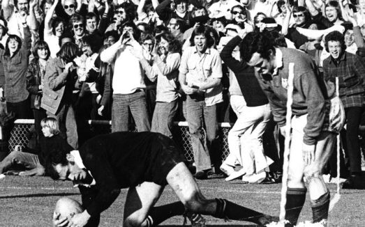 eight_col_Series-winning_try._Laurie_Knight_scores_in_the_fourth_test_v_Lions__1977._Disconsolate_Lions_skipper_is_Phil_Bennett.